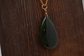 Vintage 9ct Gold Mounted Green Stone Pendant with Gold Chain
