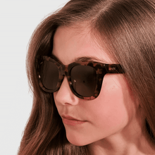 Load image into Gallery viewer, ava wearing mihi kids sunglasses - the hamptons design