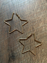 "Load image into Gallery viewer, 2.5"" Metal Star Earrings - Gold"
