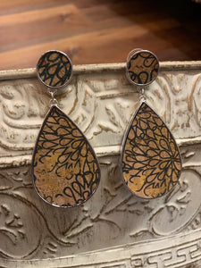 Cork Floral Pattern Teardrop Dangle Earrings - Black