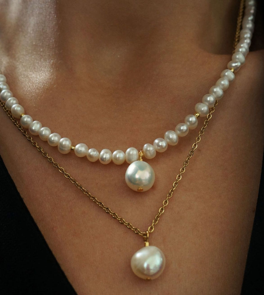 Freshwater pearl necklace with pearl pendants