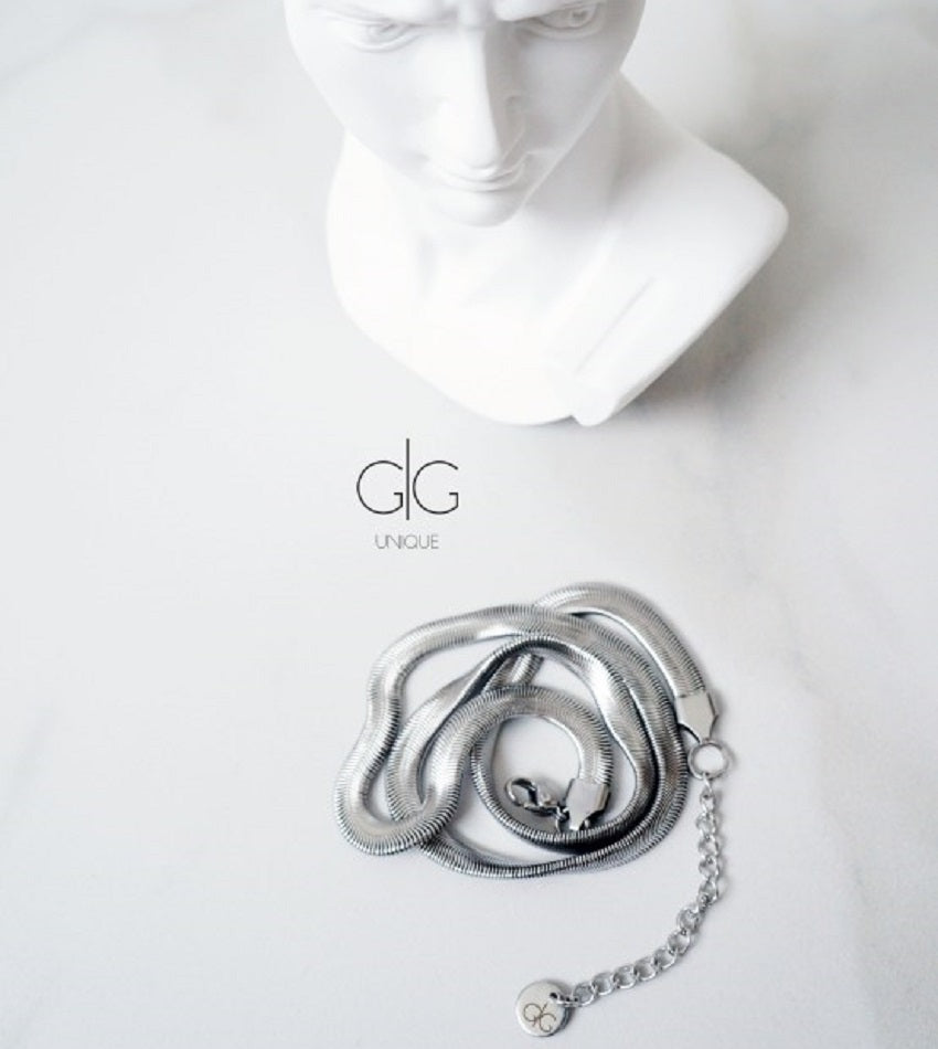 The minimal snake style necklace chain in silver
