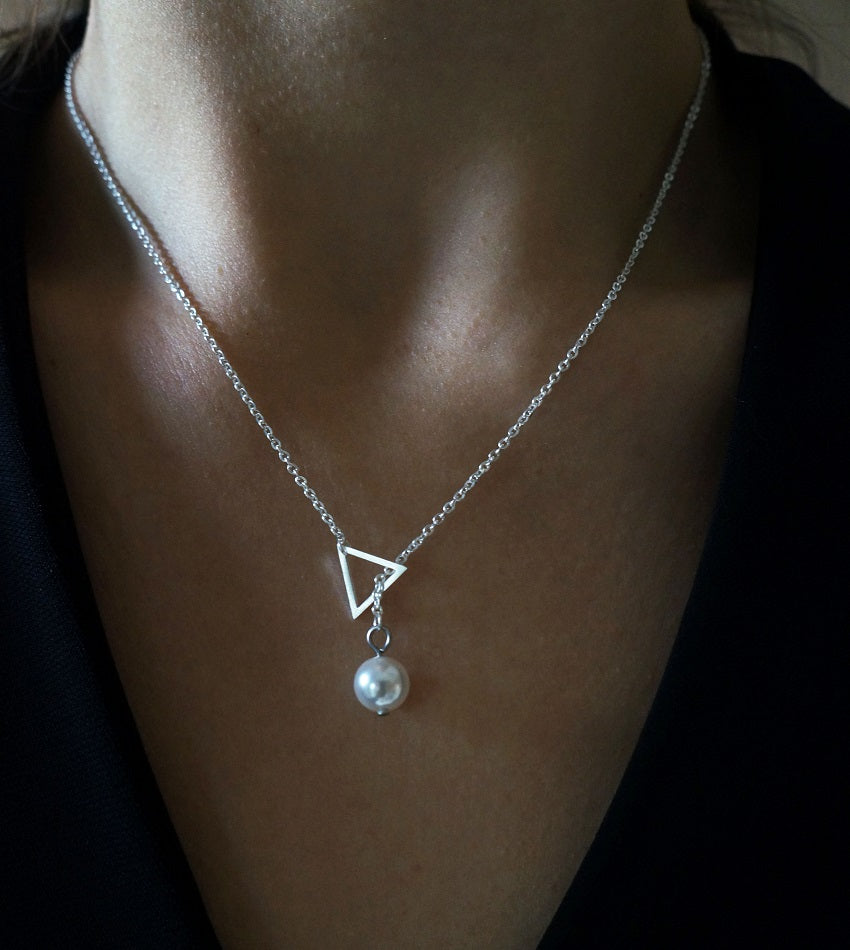 Minimal stainless steel triangle with a swarovski pearl silver