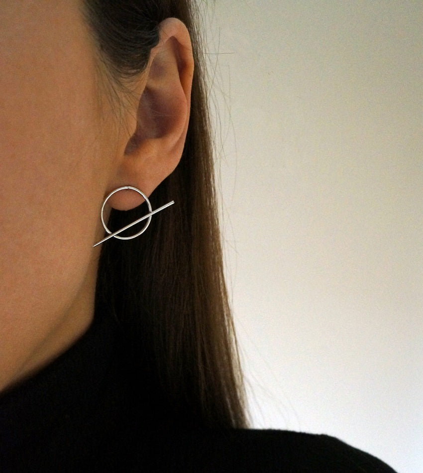 Minimalist silver plated round earrings with stripe