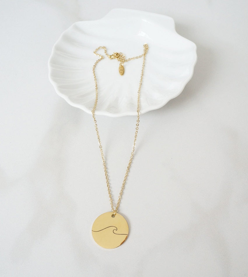 Big trendy wave necklace gold color
