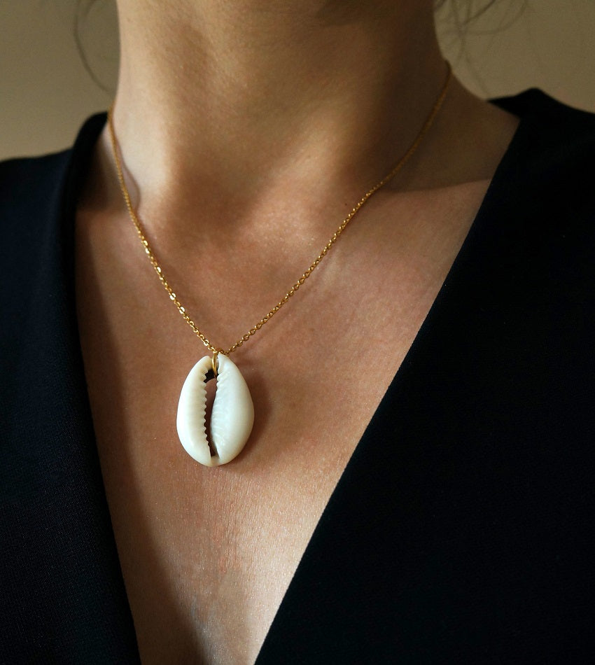 Gold color big natural shell necklace