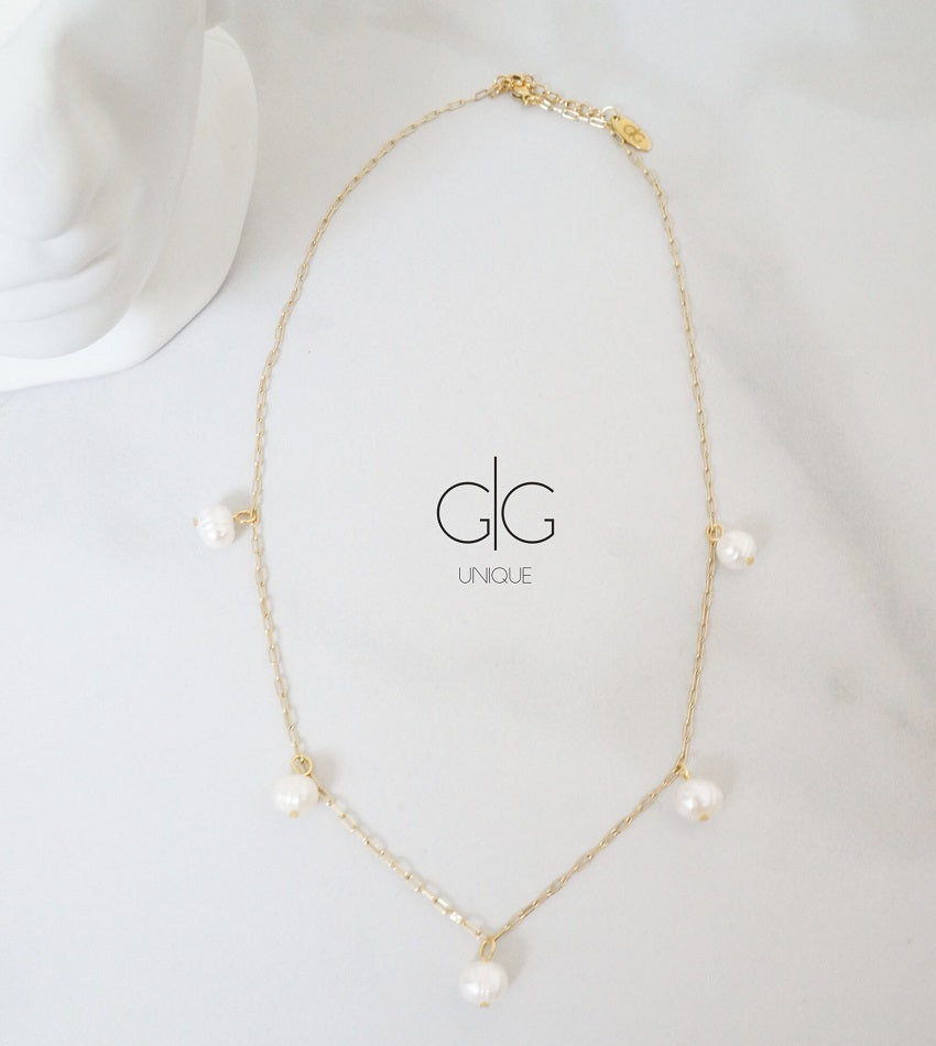 Minimal subtle gold necklace with freshwater pearls