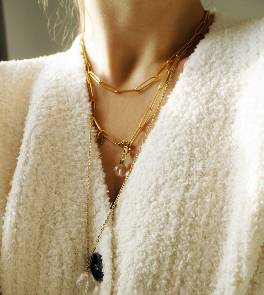 The simple necklace chain in gold