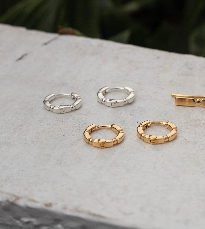 STACKED HUGGIE HOOPS GOLD