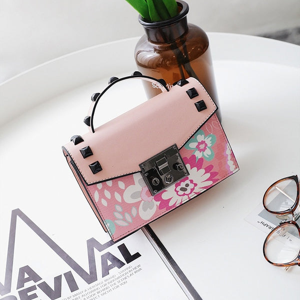 Cute Shoulder Bag with Floral Print and Chain Strap  - Pink