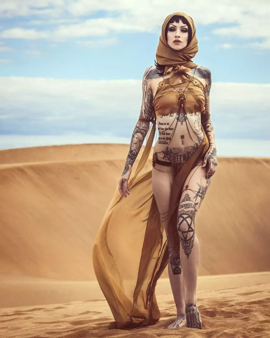 desert-tattoo-model