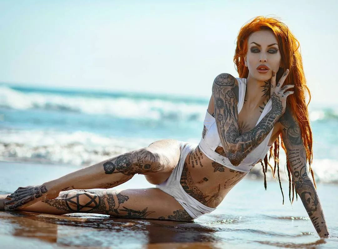tattoo-model-on the beach
