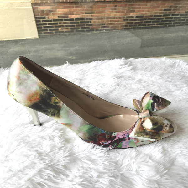 Beautiful Floral Shoe pump with bow on the toe