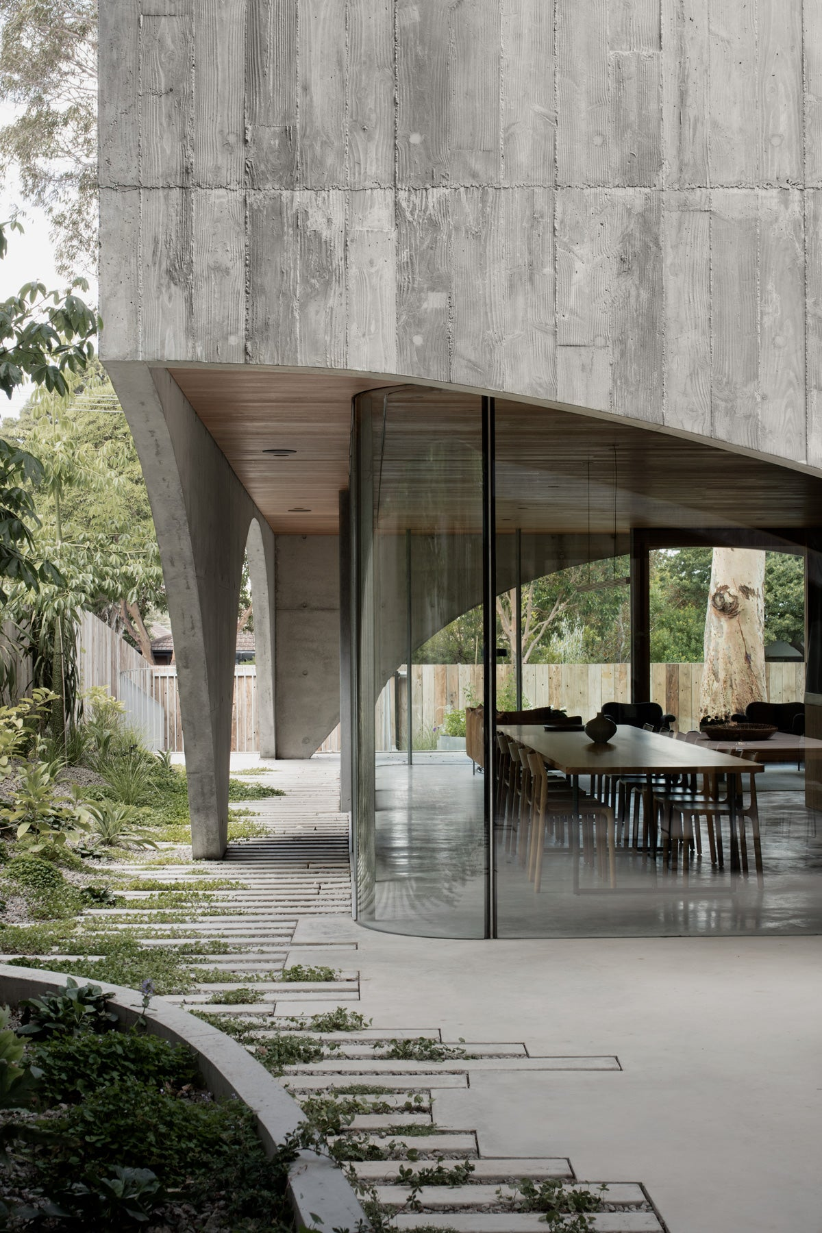 Hawthorn House uses overlapping screens and courtyards to connect with people who live there. Photo: Ben Hosking