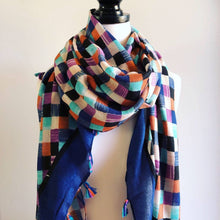 Load image into Gallery viewer, Pretty Check Tassel Scarf
