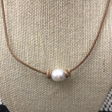 Load image into Gallery viewer, Leather and Pearl Necklace