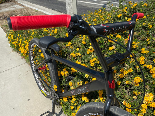 "2021 STACKED BMX X Throne The Goon Disc 29"" Black/red/camo"