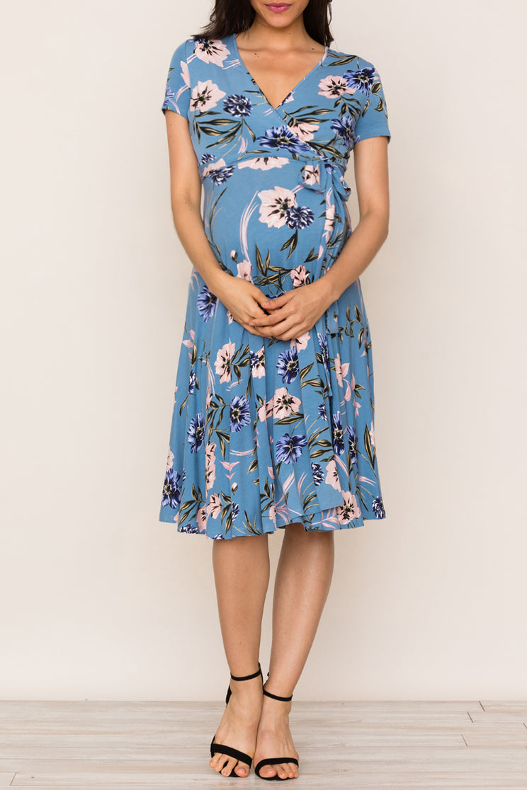 Find comfort and style for both you and your baby bump in Yumi Kim's Joyful Floral Jersey Maternity Dress.