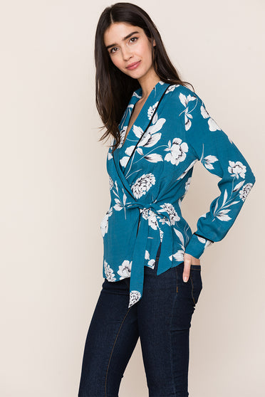 Yumi Kim's Front Row Floral Blazer Top brings a casual take to the blazer silhouette.
