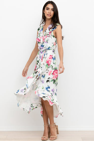 A flirty fit-and-flare silhouette makes Pretty Woman Blue Floral Sundress by Yimi Kim the perfect go-to daytime look.