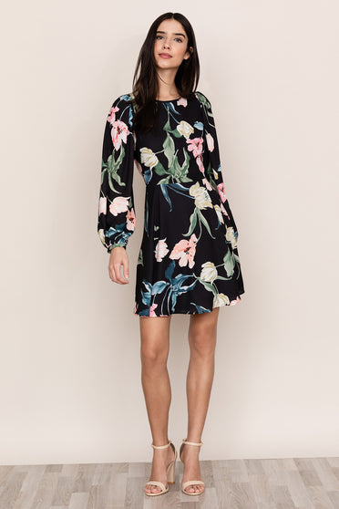 You'll be party ready in Yumi Kim's Wild Love Black Floral Shift Dress.