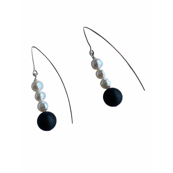 Onyx Pearly Earrings