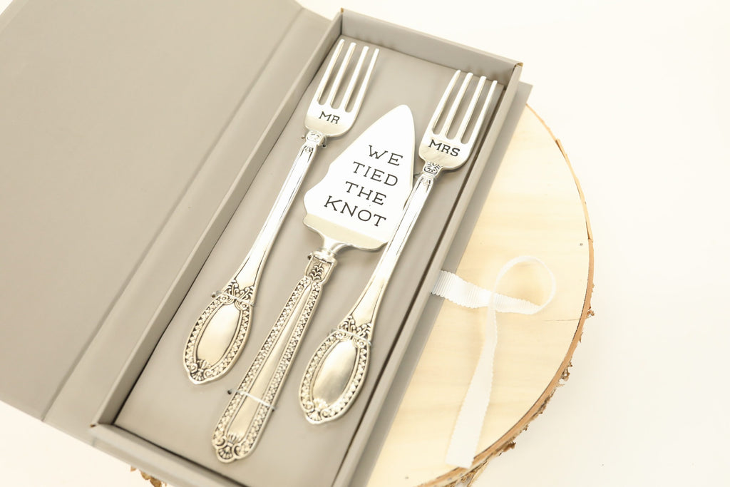 Tied the Knot Serving Set