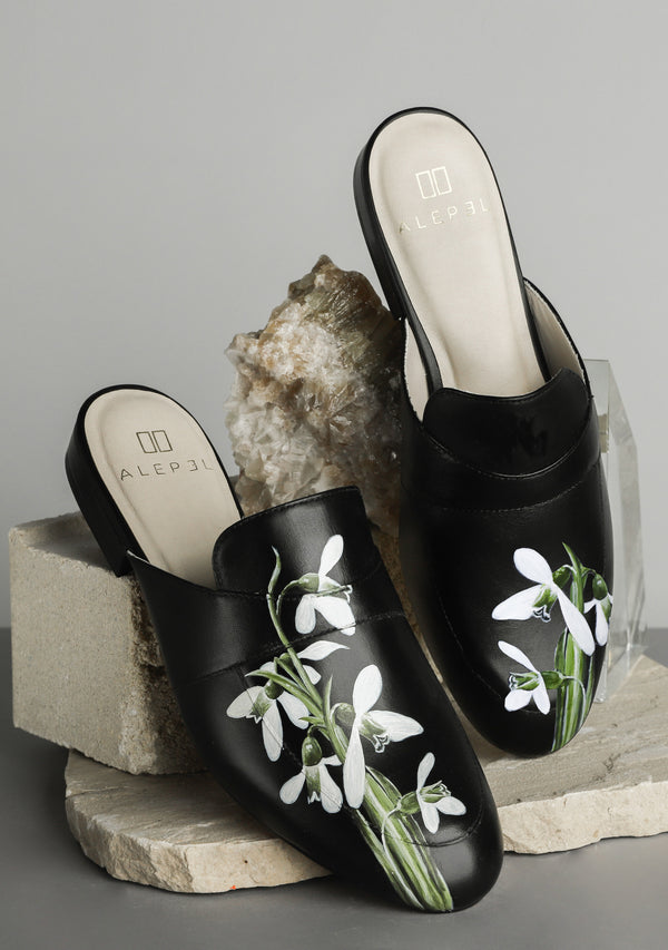 White Snowdrop Flower Black Leather Shoes