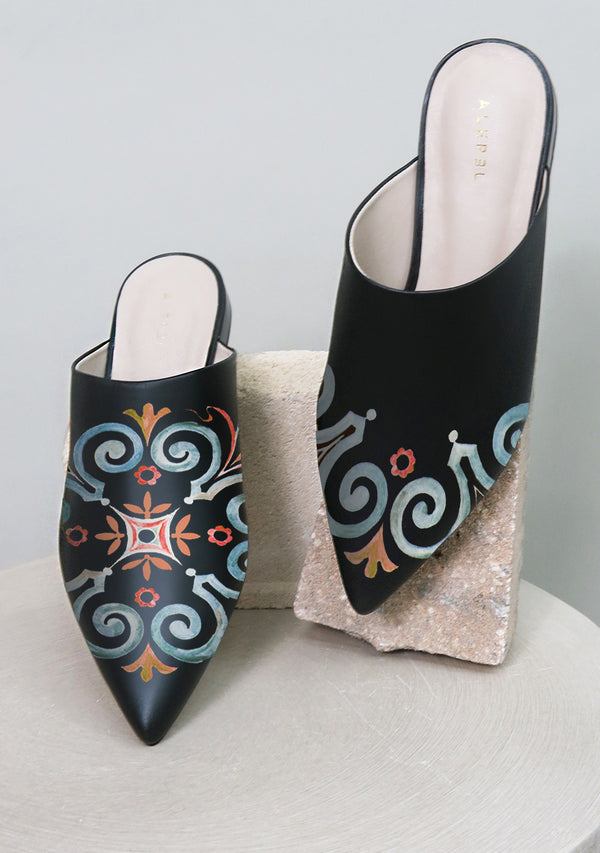 Moroccan Nights Black Pointe