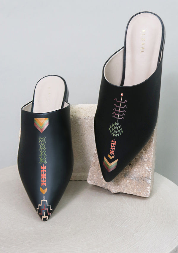 Vintage Embroidery Black Pointe
