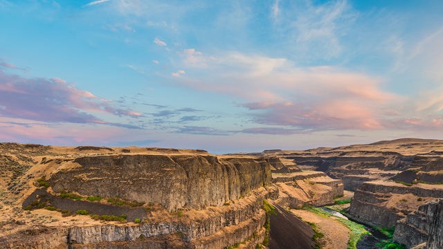 Sunrise view over Palouse Falls in Eastern Washington