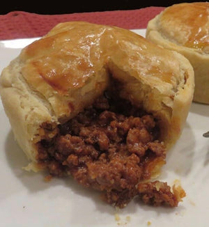 MONDAY BEEF PUFF PASTRY POCKET WITH GREEN SALAD 4