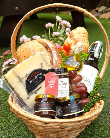 Gift and Picnic Basket Medium Size PREMIUM (Vegan or Vegetarian)