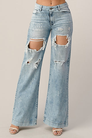 THE LITZ DISTRESSED BOYFRIEND JEAN