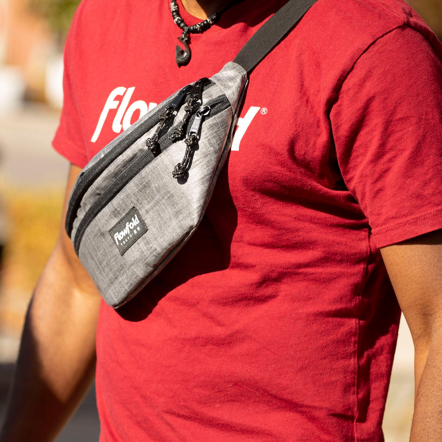 Flowfold large fanny pack with two zippered compartments