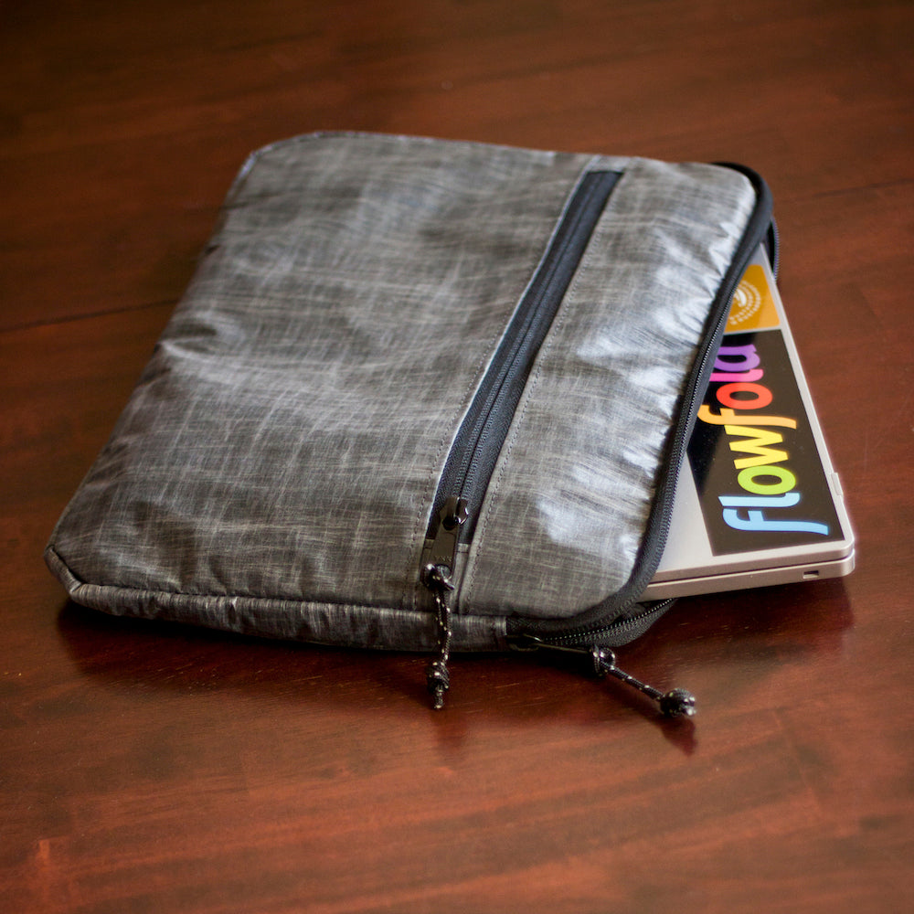 lightweight water repellent laptop sleeve