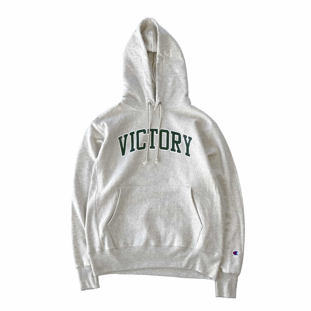 VIC Club Champion® heavyweight reverse weave sweatshirt hoodie in oatmeal. Classic athletic fit. American classic vintage sportswear 90s boxy fit style. Varsity Design.
