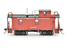 Load image into Gallery viewer, HO Brass W&R Enterprises NP - Northern Pacific 24' Wood Caboose #1200 Series Version 1 Painted