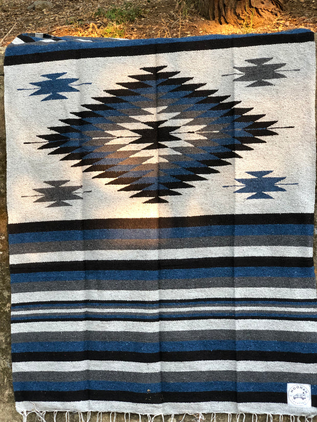 Heavy-Weave Diamond Blanket in Midnight Blue (4' x 6.5')