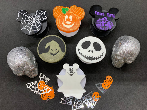 Cute and spooky phone grippies