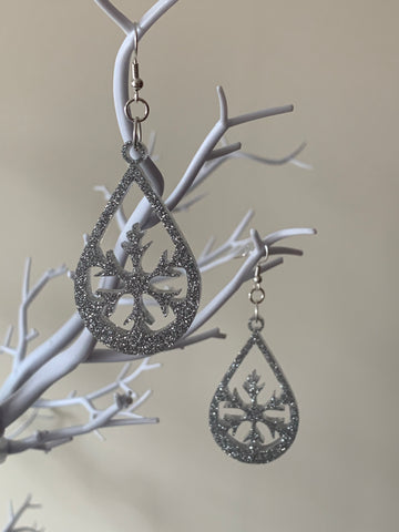 Silver snowflake teardrops earrings