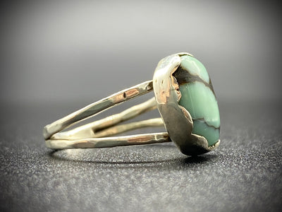 Split shank gem grade new lander turquoise ring- 6 1/2
