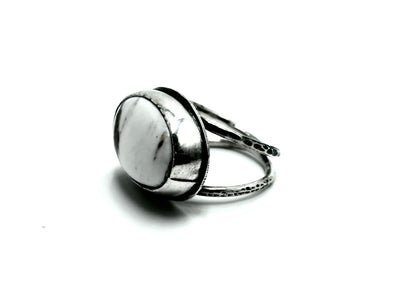 Horizontal white buffalo statement ring- size 7.5