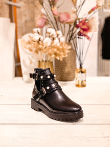 Cut-Out Boots mit Perlen