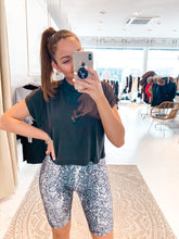 Laden Sie das Bild in den Galerie-Viewer, High Waist Cycling Shorts Print