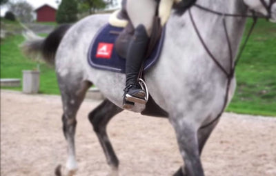 How do you fit safety stirrups?