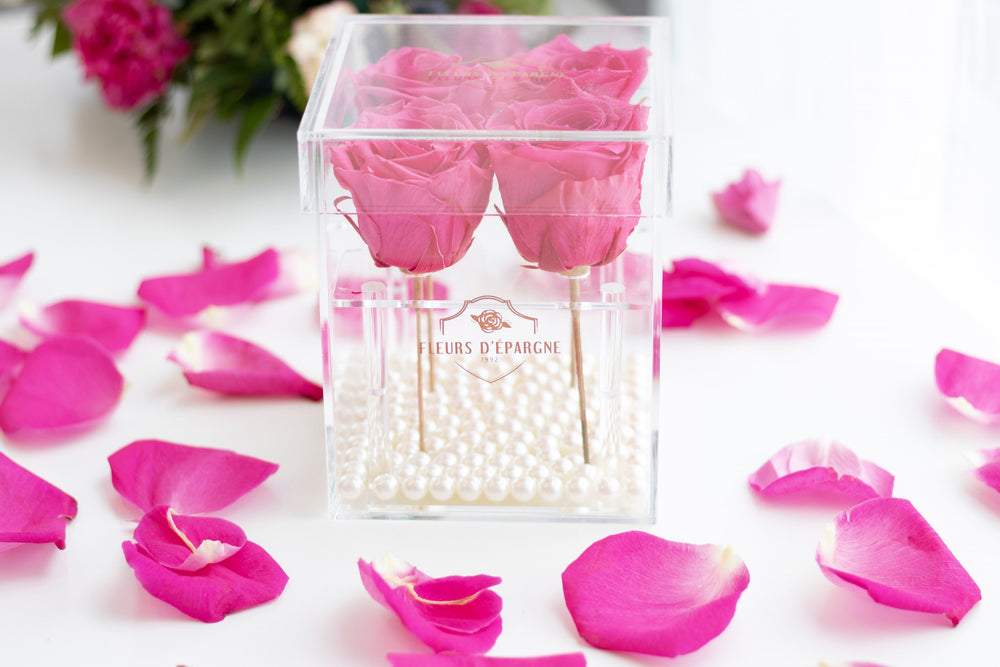 CLASSIC LOVE CRYSTAL BOX (Hot Pink) by Fleurs D'épargne