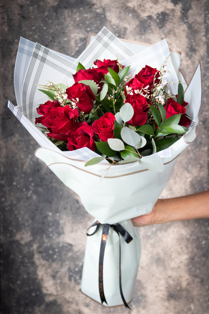 HAND-TIED ROSES DELUXE
