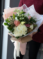 Hand-tied Bouquet Deluxe