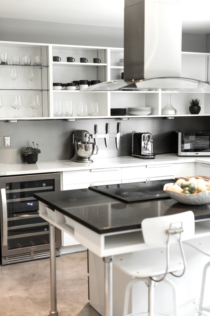 white and black modern kitchen decor